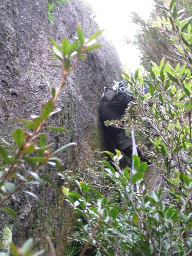 写真�B 14ピッチ目奮闘的な登りを要求されるチムニー�A.JPG
